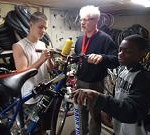 Recyclore: Volunteers putting bicycles back on the street